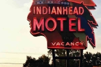 Vintage_Signs_and_Neon_Lights_21