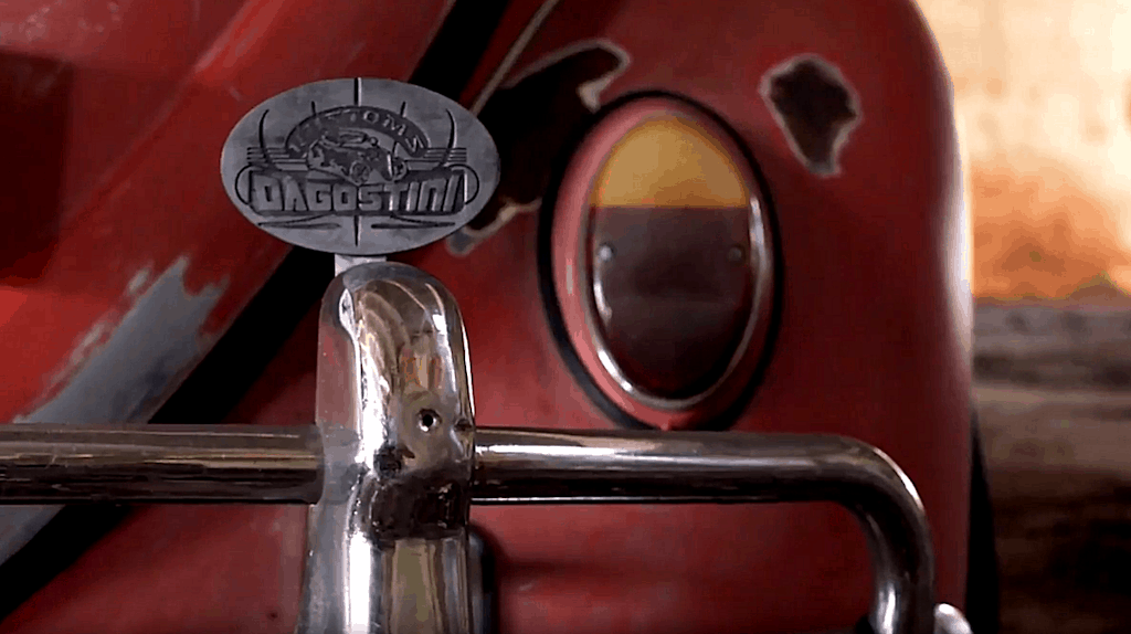 Murilo Dutra's Bagged '64 Beetle ~ Bumper and Club Plaque Detail