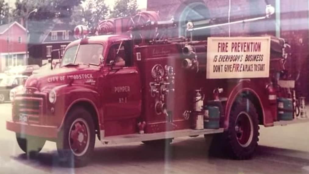 1952 GMC 9700 former fire truck
