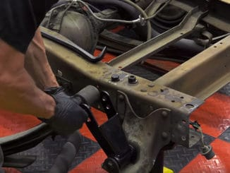 Leaf Spring Axle Flip ~ How To Install a C-Notch and Axle Flip Kit