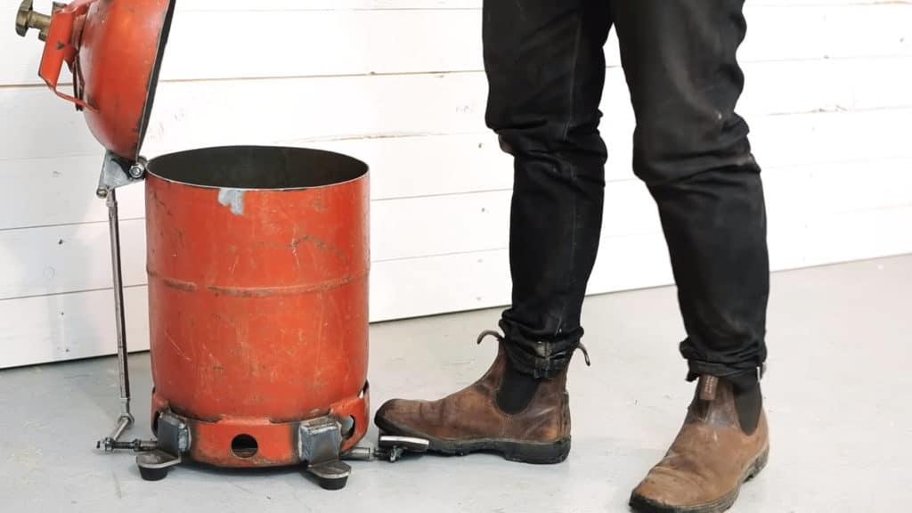 Making a Mechanical Trash Bin from an Old Gas Bottle